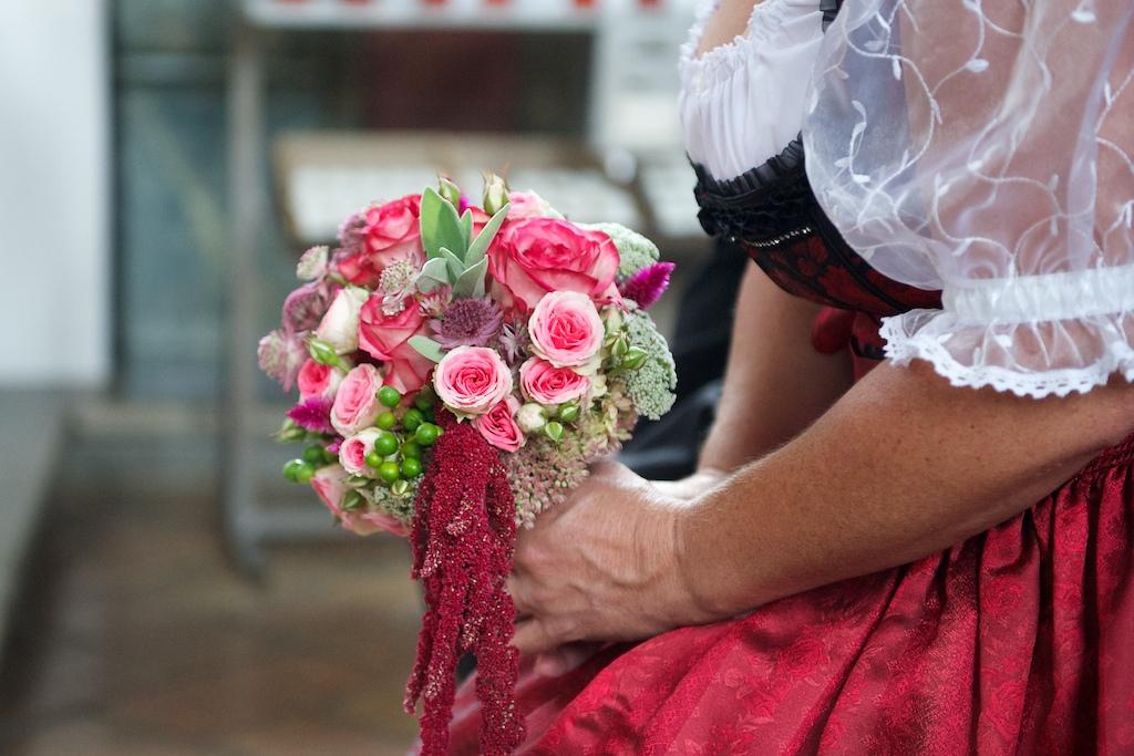 Brautstrauß für ein Trachtenkleid