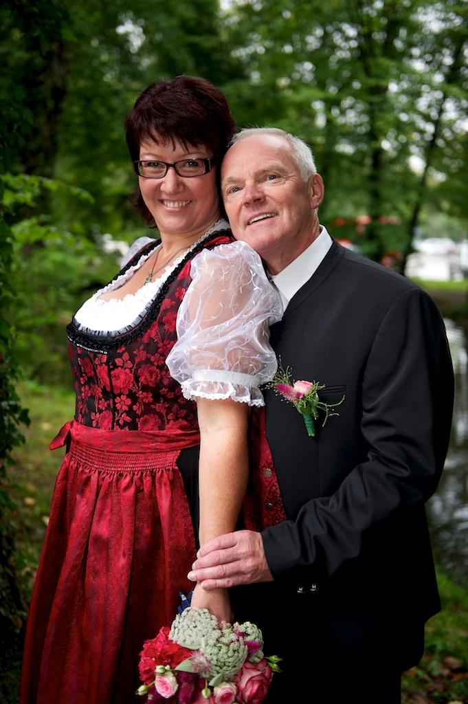 Hochzeitsfoto In den Grünanlagen vom Mutterturm