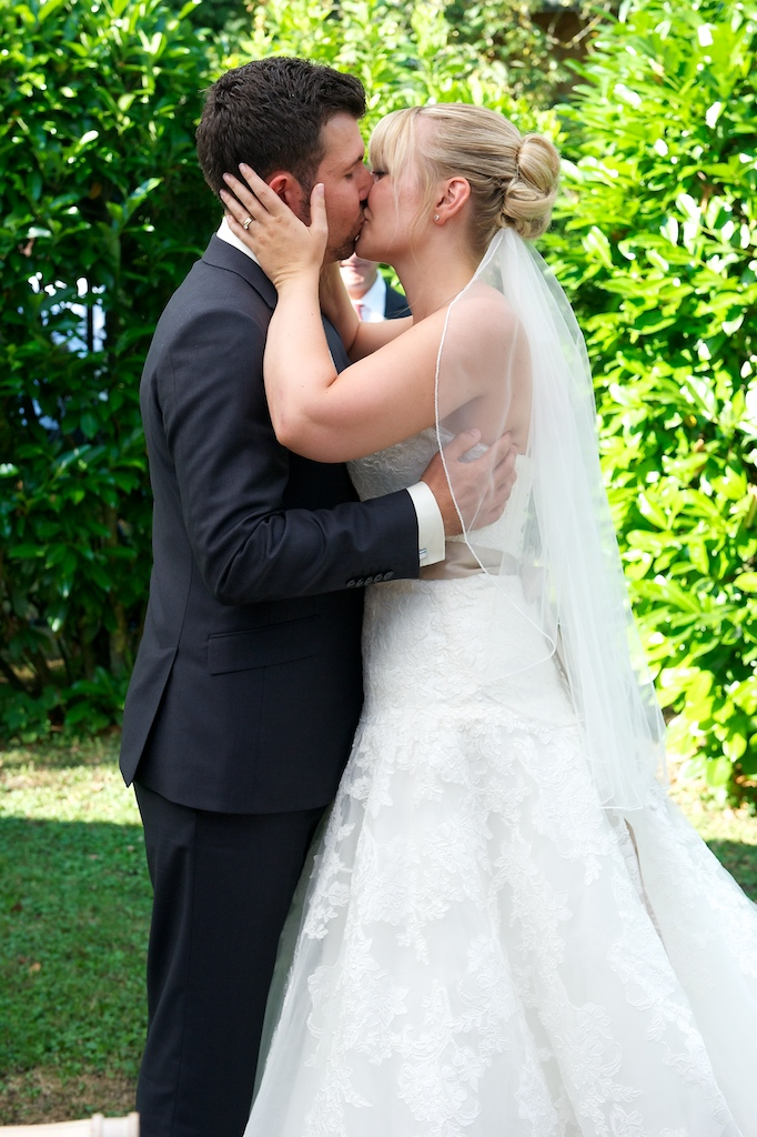 Kußfoto vom Brautpaar
