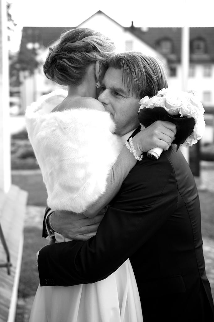 Brautpaar vor der Kirchlichen Trauung
