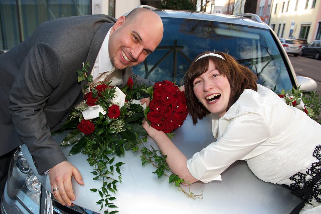 7 Hochzeitsfoto mit Hochzeitsauto
