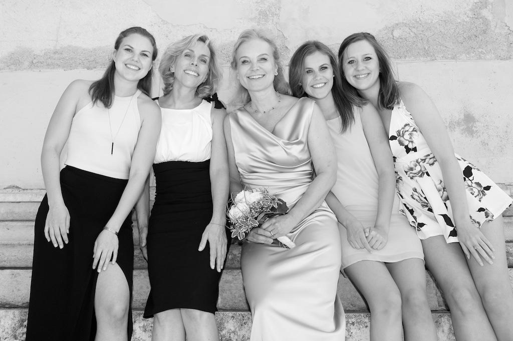 Braut und Freunde